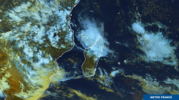 Un cyclone tropical entre Mayotte et Madagascar.