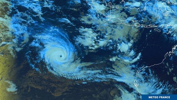Un cyclone perdu au milieu de l'océan Indien !