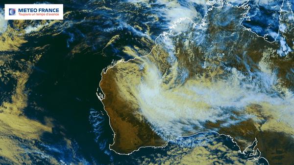 Rusty, désormais au stade de tempête tropicale