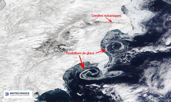 Tourbillons de glace et cendres volcaniques
