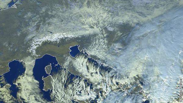 Le bora modèle les nuages