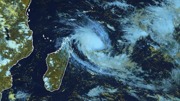 La tempête tropicale Enawo se renforce