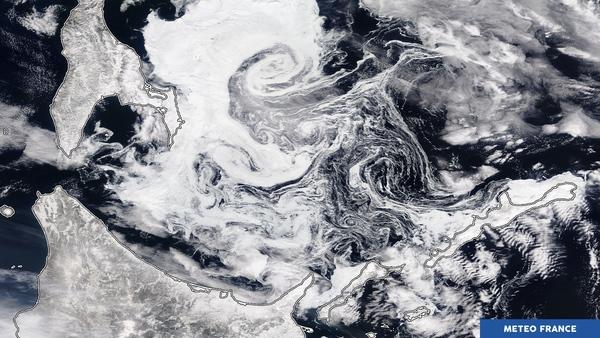 Tourbillons de glace et nuages tourmentés