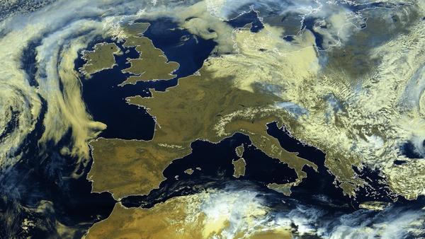 Anticyclone et soleil sur l'Europe de l'Ouest