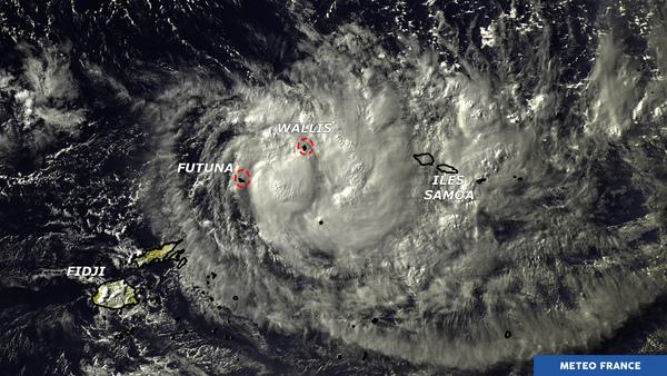 Ella s'approche de Futuna