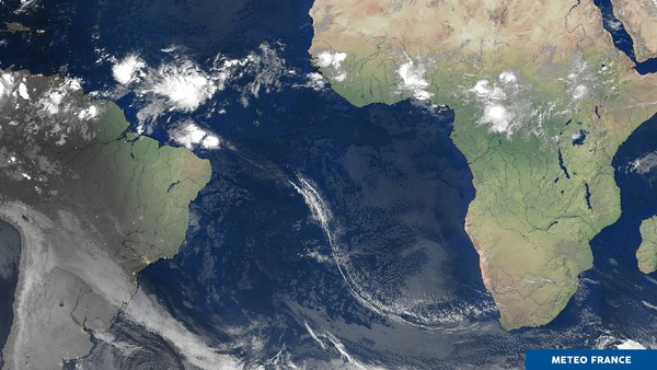 Serpentin de cirrus sur l'Atlantique