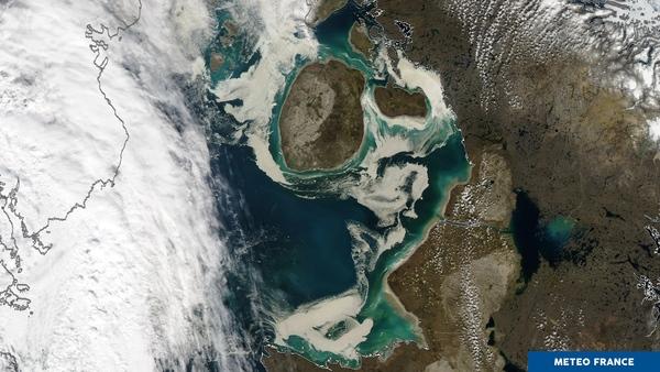 Glaces de mer souillée sur le passage du Nord-Ouest