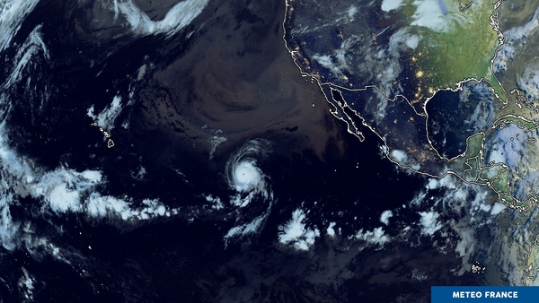 Contraste météorologique au milieu du Pacifique