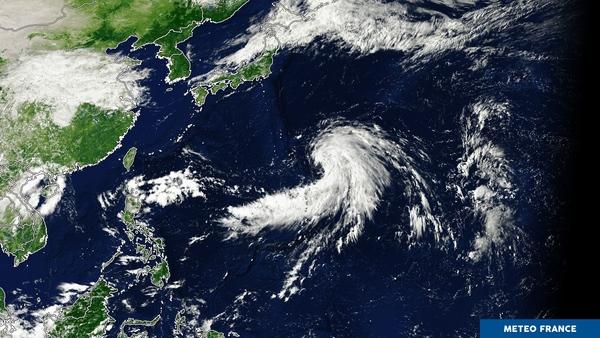 Tempête tropicale sur l'océan Pacifique