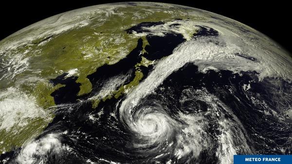 Le typhon Sanvu dans le Pacifique nord