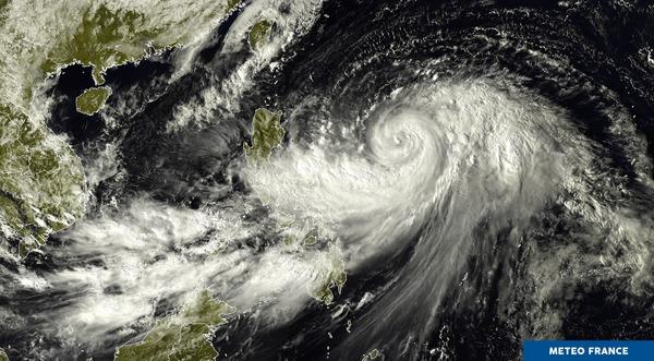Le typhon Lan s'intensifie