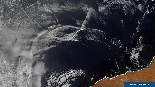 Gigantesques vagues nuageuses au large de l'Australie