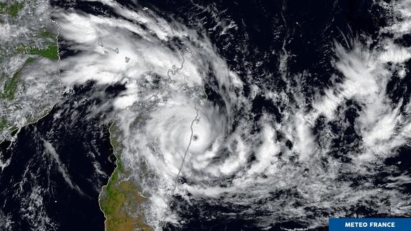 Le cyclone Ava touche terre