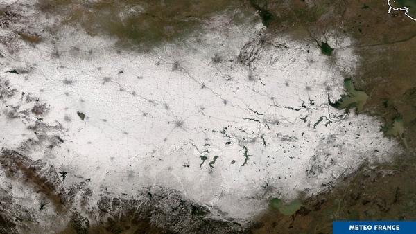 Neige en plaine tenace sur l'est chinois