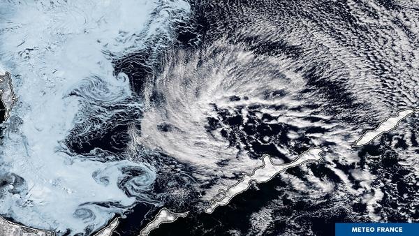 Entre glaces de mer et nuages