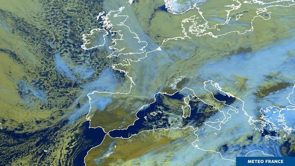 La France sous les nuages.