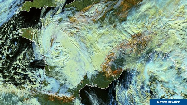 Chutes massives de neige en plaine