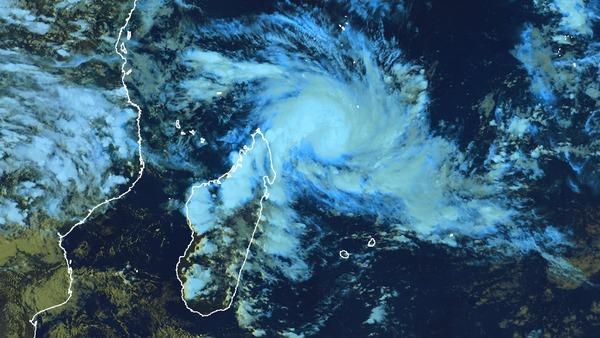 Pré-alerte cyclonique à La Réunion