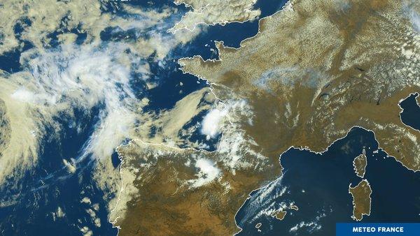 Le soleil domine le ciel français