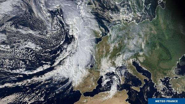 Deux zones de mauvais temps cernent la France