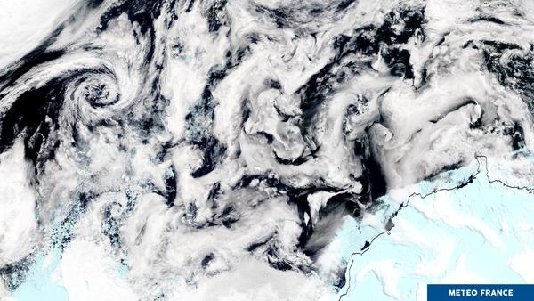 Chaos nuageux en Antarctique
