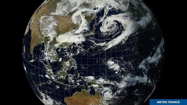 Perturbations jumelles et tempête tropicale de l'autre côté du globe