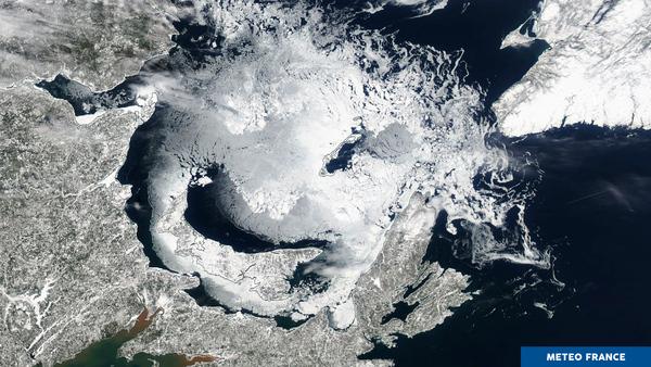 Fonte printanière et décollement de glaces de mer