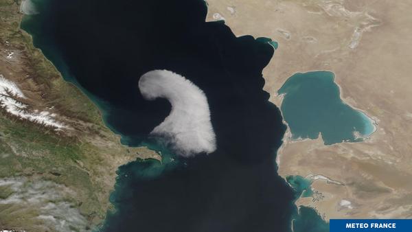 Une vague en mer Caspienne vue de l'espace